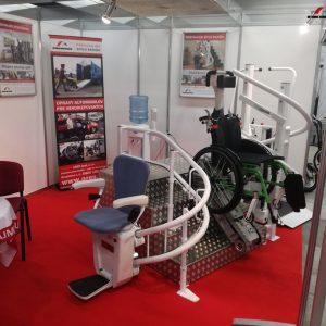 Stánok ARESu. Na fotke stoličkový výťah a schodolez. V zadu je demo verzia novej schodiskovej plošiny SP-Stratos