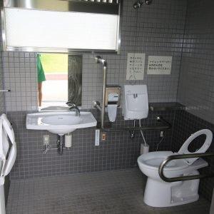 Bezbarierové wc v Japonsku - interiér