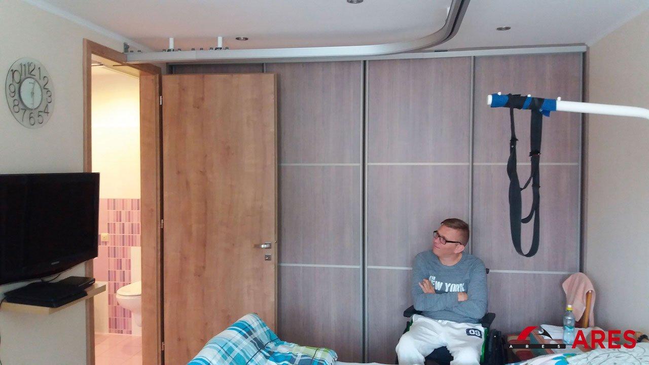 Stropný zdvihák pre vozičkára do izby | ARES