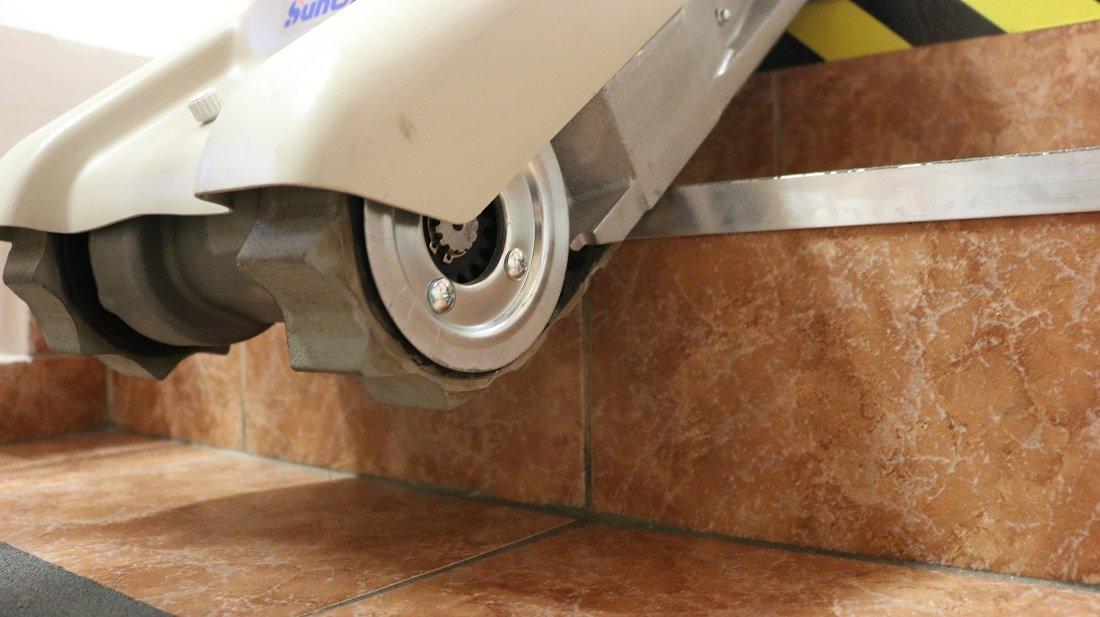 Detail na pásový schodolez