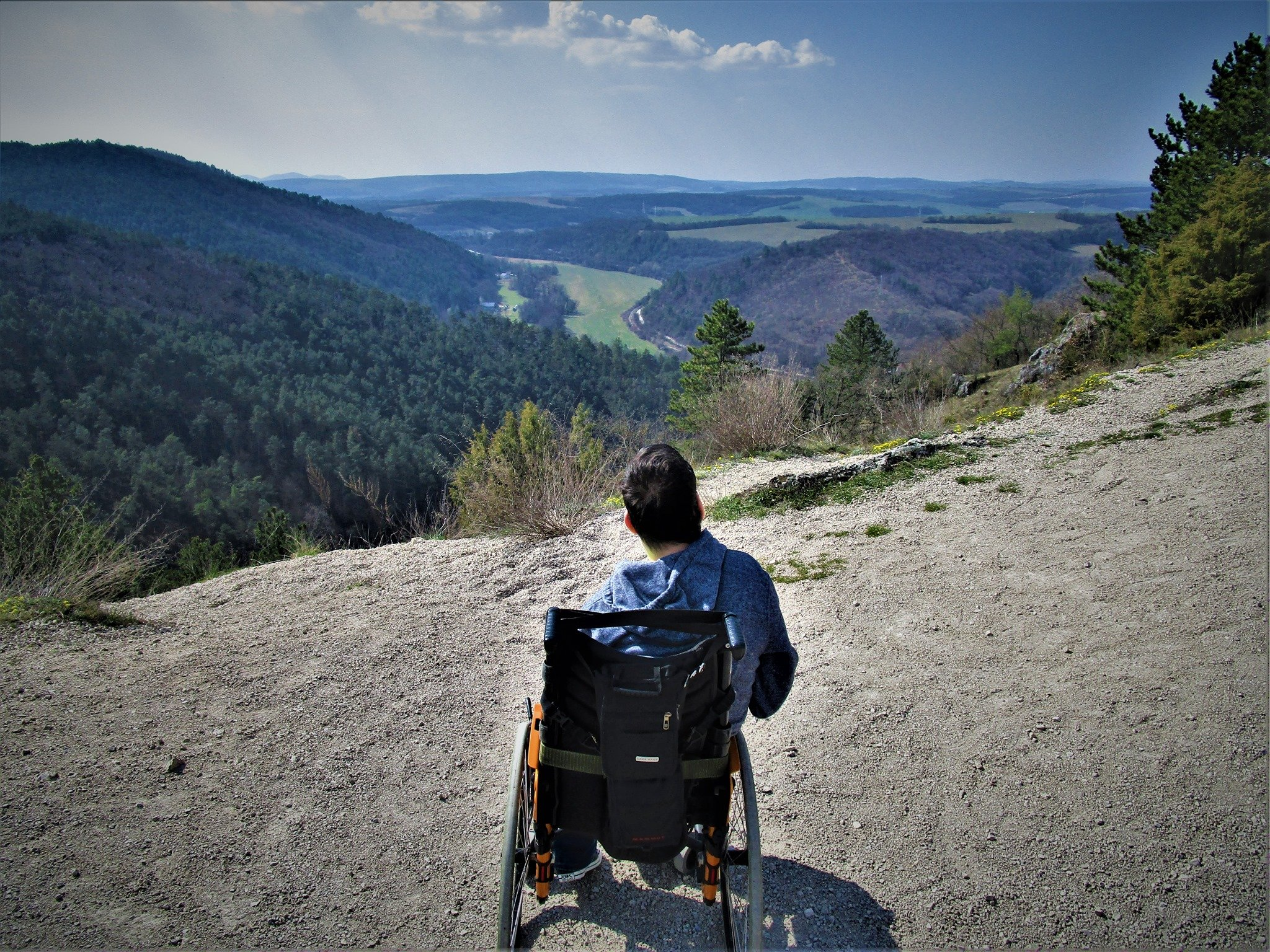 Adam Burianek na cestách. Pohľad z Čachtického hradu. (FOTO – archív)