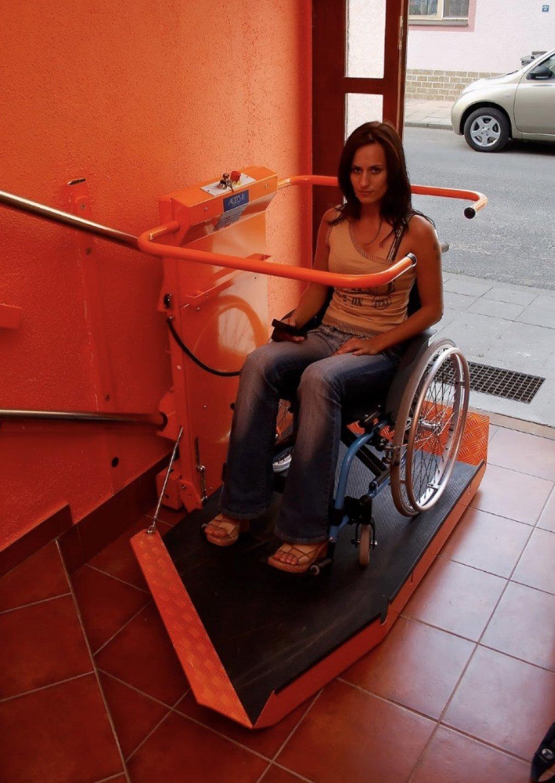 Prispôsobenie sa podlahy vozíku aschodisku | ARES