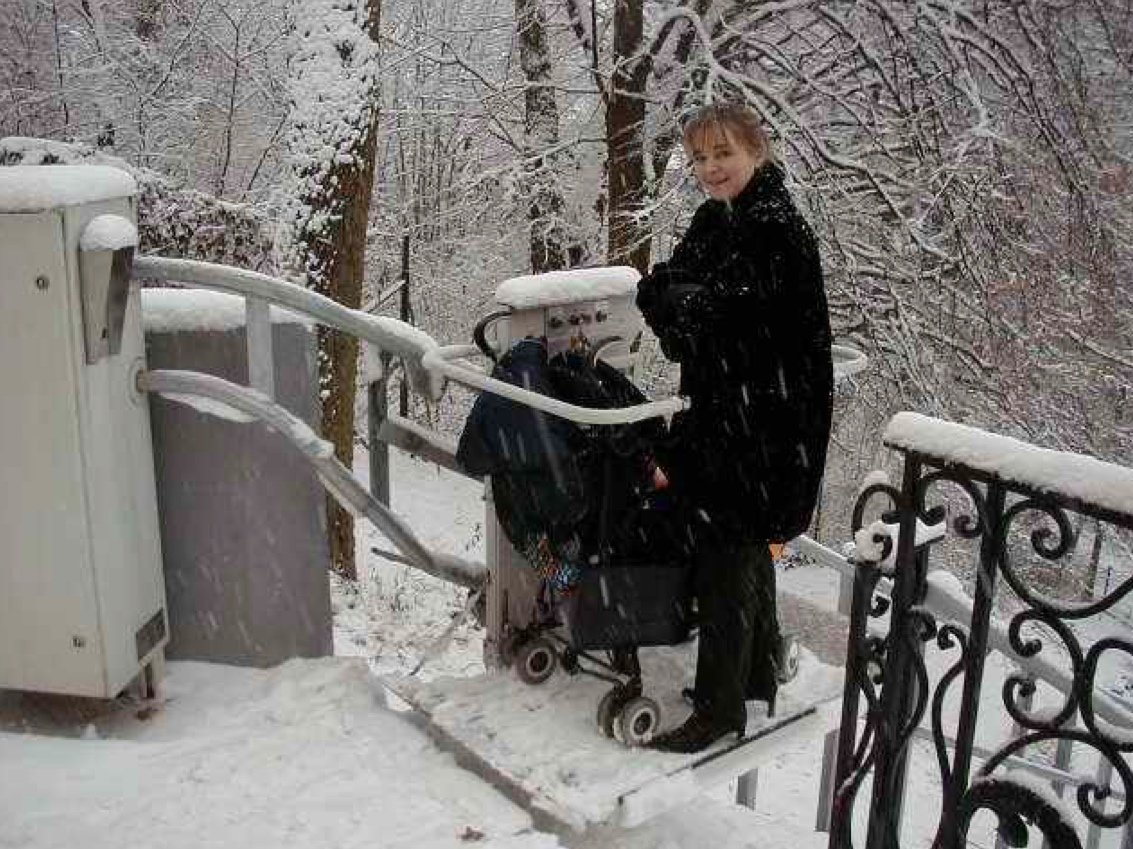 Funkčná schodisková plošina v zime| ARES
