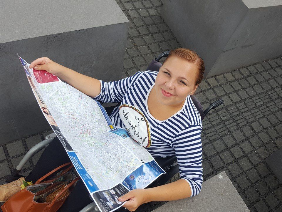 Natália Turčinová s mapou v Berlíne (FOTO – archív)