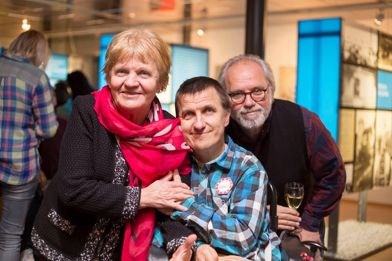 Jozef Blažek s mamou a rešisérom Jurajom Johanidesom (FOTO – Pavol Kulkovský)