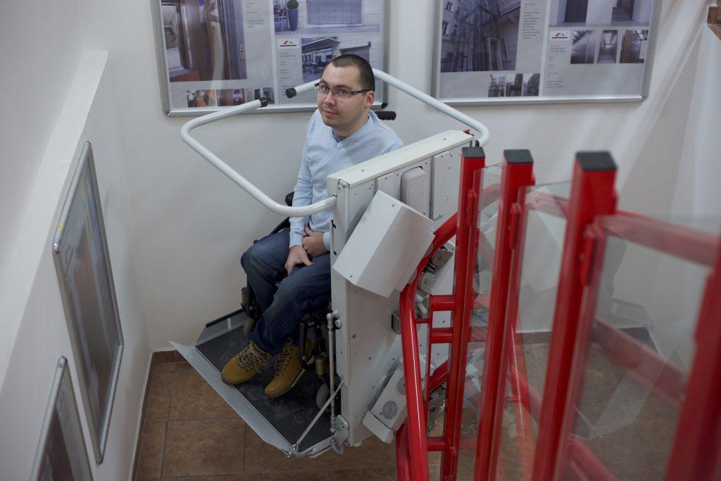 Šikmá schodisková plošina SP-Stratos v showroome